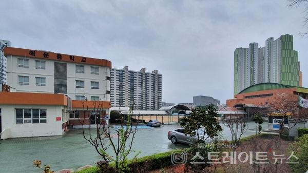 ◇'창원 마창대교 반도유보라 아이비파크'와 가장 가까운 중학교인 해운중학교. (사진=이준혁 기자)